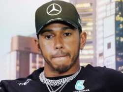 Lewis Hamilton asegura que está en el equipo que quiere estar y descarta cualquier tipo de cambio de escudería.