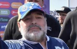 Diego Maradona, cada vez más cerca de continuar en Gimnasia.