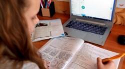 El ministro de Educación, Nicolás Trotta, adelantó hoy que el jueves analizará con las cinco federaciones docentes en paritaria condiciones de trabajo en el país.