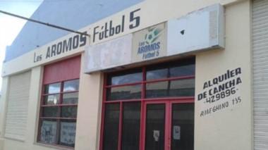 La cancha de  fútbol 5 de Los Aromos funcionó en el centro de Trelew por espacio de  24 años.