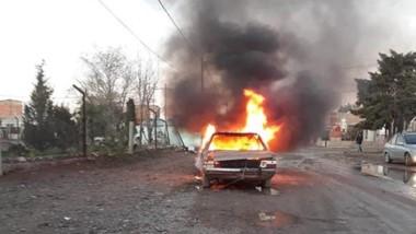 El vehículo se encontraba estacionado en cercanías de la Subcomisaría del barrio Inta. Fue incendiado.
