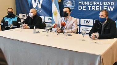 Conferencia. Una postal de la dirigencia provincial y municipal explicando el escenario epidemiológico que se da en la ciudad valletana con el coronavirus.