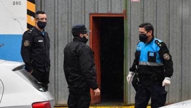 Barbijos. Las autoridades durante la intervención en Trelew.