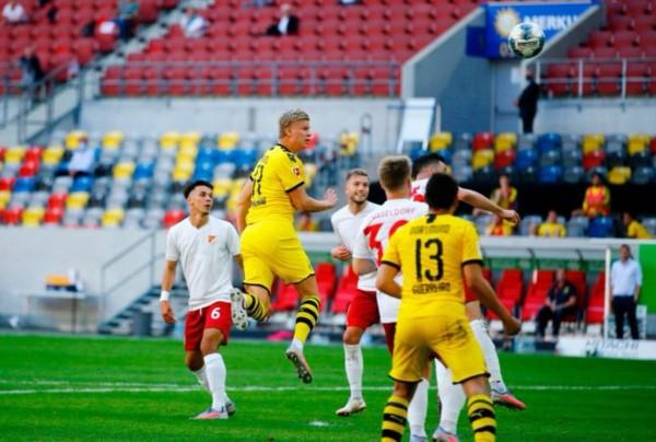 Con un gol de Haaland en el último minuto, el Borussia Dortmund se llevó los 3 puntos.