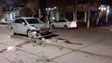 Un taxi y un vehículo particular protagonizaron un accidente vial.
