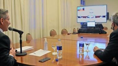 Virtual. Arcioni pudo dialogar con Kirchner para tener pautas en común para el trabajo hidrocarburífero.