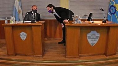 Previa. Poco antes de iniciar su exposición, Massoni y el presidente del cuerpo, Juan Aguilar, definieron cómo sería la mecánica para contestar los reclamos de los concejales.
