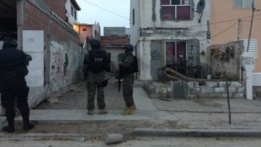 Dos viviendas fueron allanadas en Puerto Madryn a raíz de un robo perpetrado el martes por una pareja.