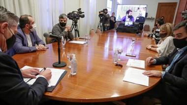 Mariano Arcioni y Juan Pablo Luque firmaron un convenio, virtualmente, para finalizar obra en Comodoro.