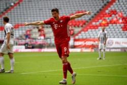Lewandowski lleva 48 goles en 41 partidos disputados en la presente temporada con Bayern Munich.