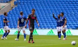 El Leeds de Bielsa pierde el liderato tras caer sorpresivamente ante el Cardiff.