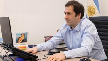 El intendente juan Pablo  Luque durante la videoconferencia.