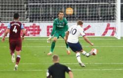 Kane, en su 3° partido del año (se había lesionado el 1° de enero y por la pandemia recién volvió el viernes ante Manchester United), le dio el 2-0 a Tottenham.