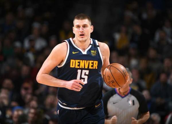 Es totalmente asintomático, y por lo tanto, su regreso a USA para disputar el tramo final de la NBA es todavía incierto.