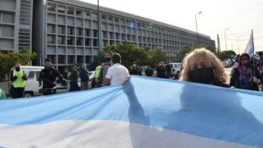 Una de las tantas protestas que se llevaron adelante en Legislatura por la demora en el pago de sueldos.