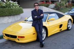 El pastor evangélico Dante Gebel, dijo que Dios lo bendijo con una Ferrari F355 Spider Giallo amarilla.