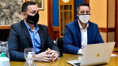 Maderna junto al secretario de Obras Públicas Sebastián De la Vallina.