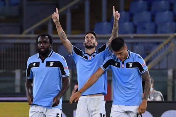 Alberto le dio la victoria a Lazio, para seguir cerca de la cima.