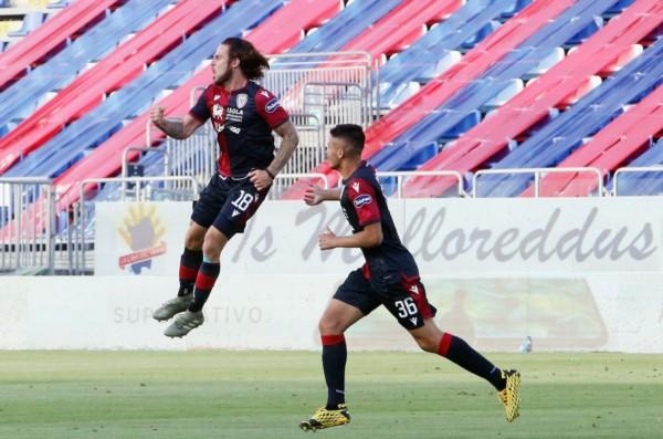 El uruguayo Nández marcó uno de los goles del Cagliari.