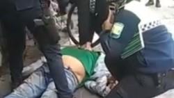 """""""Me falta el aire"""": acusan a la policía de Tucumán de matar a un detenido con la técnica del crimen de George Floyd."""