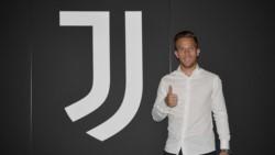 ¡Arthur ya es de la Juventus! El brasileño posa en las instalaciones de la Vecchia Signora.