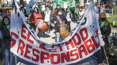 """La comunidad madrynense volvió a salir a la calle para decir """"Ni una menos""""  en el marco de la cuarentena."""