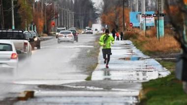 Un poco de aire. Hubo  vecinos prevenidos que ya salieron a correr guardando la distancia sanitaria.