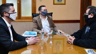 Novedades. El encuentro entre el intendente y el jefe del 13° Distrito de Vialidad Nacional, Julio Otero.