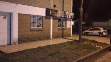 La vivienda de la calle Griffiths de Trevelin fue violentada por cuatro sujetos y tres estaban encapuchados.