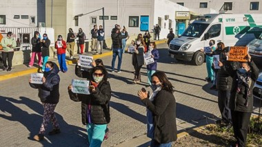 El personal sanitario volvió  a las calles para expresar su reclamo.