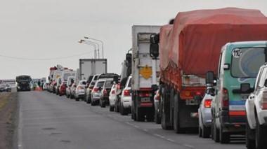Los automovilistas tuvieron demoras superiores a los 30 minutos este viernes.