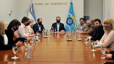 El gobernador Arcioni reunido con todos los legisladores nacionales por Chubut.