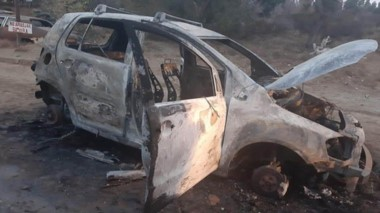 Así quedó el rodado Volkswagen Crossfox, que fue robado de una vivienda y posteriormente incendiado.