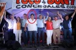 El legislador Regino Amado (izq.) junto a