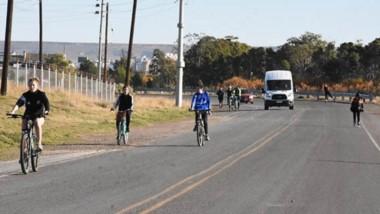 Madryn. Miles de personas salieron a caminar, correr, andar en rollers y bicicleta entre otras actividades.
