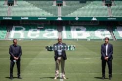 Manuel Pellegrini es presentado de manera  oficial como director técnico del Real Betis.