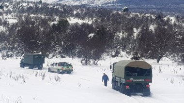 Así avanzó el escuadrón de gendarmes en medio de las condiciones severas del invierno de Esquel.