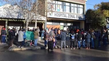 Asamblea pública de trabajadores, en el hospital zonal de Esquel.