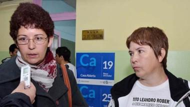 Alivio. Fabiana y Telma Roberts, hermanas de Tito, el policía asesinado cuyo caso ahora buscará justicia.