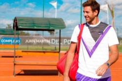 Del Potro sigue en plena recuperación y ya practica en una cancha de tenis.