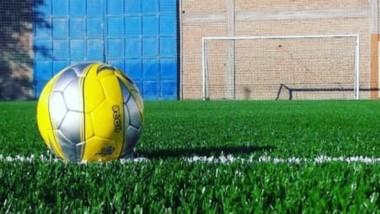 Las canchitas de fútbol, por el momento, deben seguir esperando.
