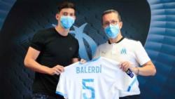El defensor argentino deja el Borussia Dortmund y firma con el club francés a préstamo por una temporada, con una opción de compra.