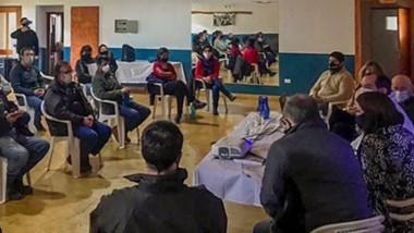 Encuentro. Parte del gabinete provincial se reunió con los intendentes de la Comarca para discutir varios planes de obra en la zona.