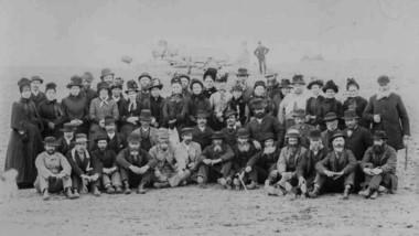 Miembros del primer contingente de inmigrantes galeses fotografiados en Rawson el 28 de julio 1890.