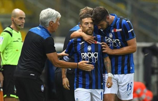 """Recibió, cambió el ritmo, tiró un caño con la derecha y sacó un bombazo de zurda. Volvió a ganar Atalanta en la Serie A, y volvió a bailar """"Papu"""" Gómez."""