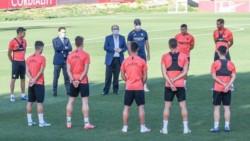 El Sevilla FC anuncia un positivo por coronavirus en su plantilla.
