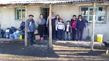 Los pobladores de las comunidades rurales afectadas por las intensas nevadas recibieron ayuda.