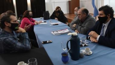 Barbijos. Los actores centrales del sector turístico intentan poner en marcha la actividad aunque solamente sea en forma parcial en Chubut.