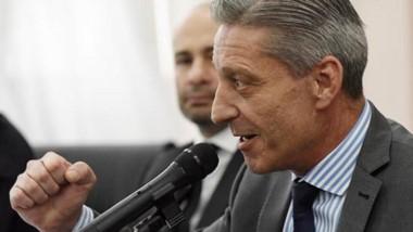 """Se trabajan en un esquema para que """"nadie gane más que el gobernador"""", dijo Arcioni."""