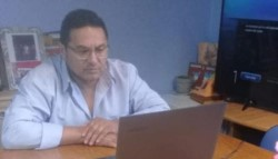 Fabián Pilquinao, jefe comunal de Sierra Colorada, justificó que los jóvenes reciban la asistencia.